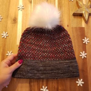 The knitted Two Tone Toque with a white faux-fur pom-pom